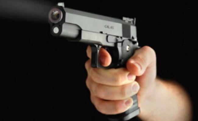 Benvenuti al far-west: colpi di pistola per chi non paga l'affitto