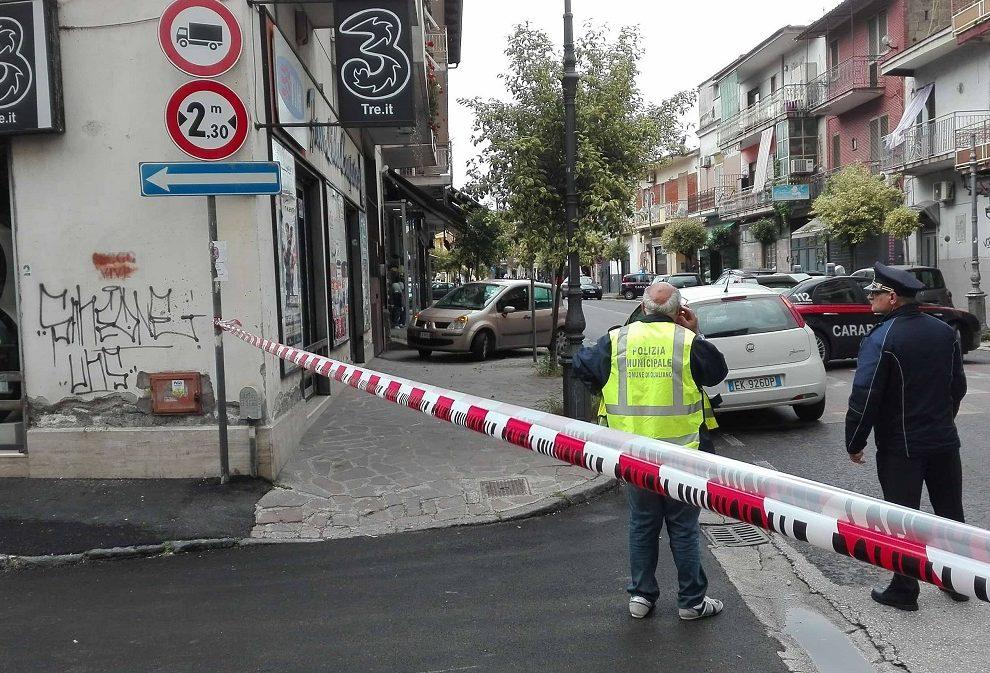 Tragedia da fucile legalmente detenuto: a Qualiano va in onda una scena di armi ordinarie che mietono vittime