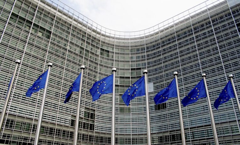 Cambiare davvero l'Europa: tagliando la spesa di 13 miliardi per le armi. Ed evitare che arrivino più droni e i killer robot
