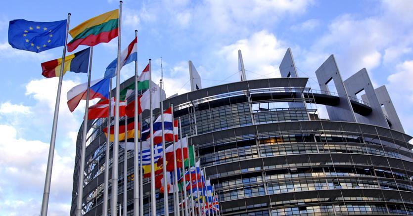 Altro che Difesa, l'Europa corre alle armi: prima 500 milioni e poi 13 miliardi per l'industria militare