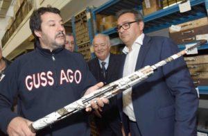 Sì, Salvini: se ci scippano non chiamiamo Biancaneve ma la Polizia. E senza prendere la pistola dalla fondina