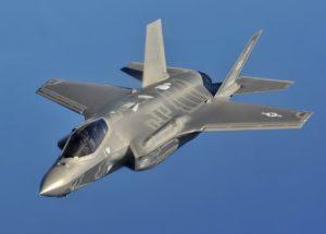 F-35, volo in retromarcia: il programma non viene fermato